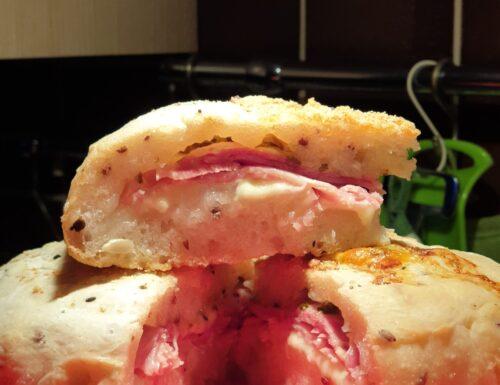 Pagno-pizza al prosciutto e scamorza senza glutine