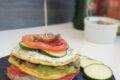 Sandwich estivo di frittatine con ricotta aromatizzata e crema di zucchine