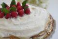 Torta di crepes con crema Chantilly e marmellata di ciliegie senza glutine