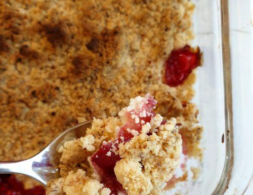 Crumble senza glutine con ciliegie caramellate