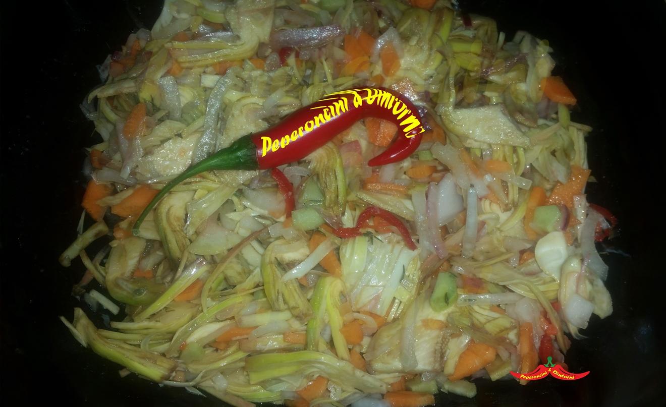 Insalata di carciofi cipolle e peperoncino di cayenna - Peperoncino pianta perenne ...
