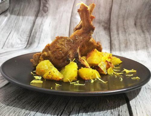 Costine d'agnello con patate alla curcuma e limone