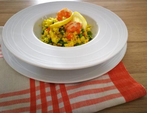 Cous cous alla curcuma con gamberi e verdure
