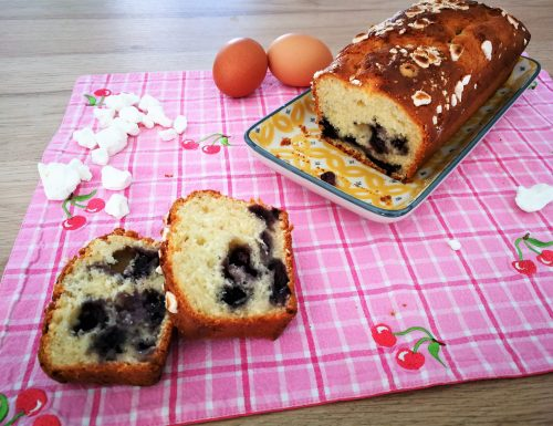 Plum cake ai mirtilli e meringhe