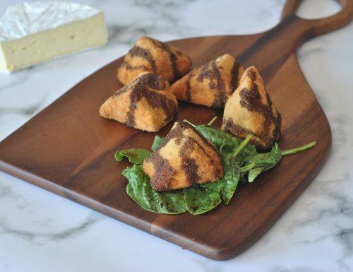 Triangoli di Brie con riduzione di balsamico alle more