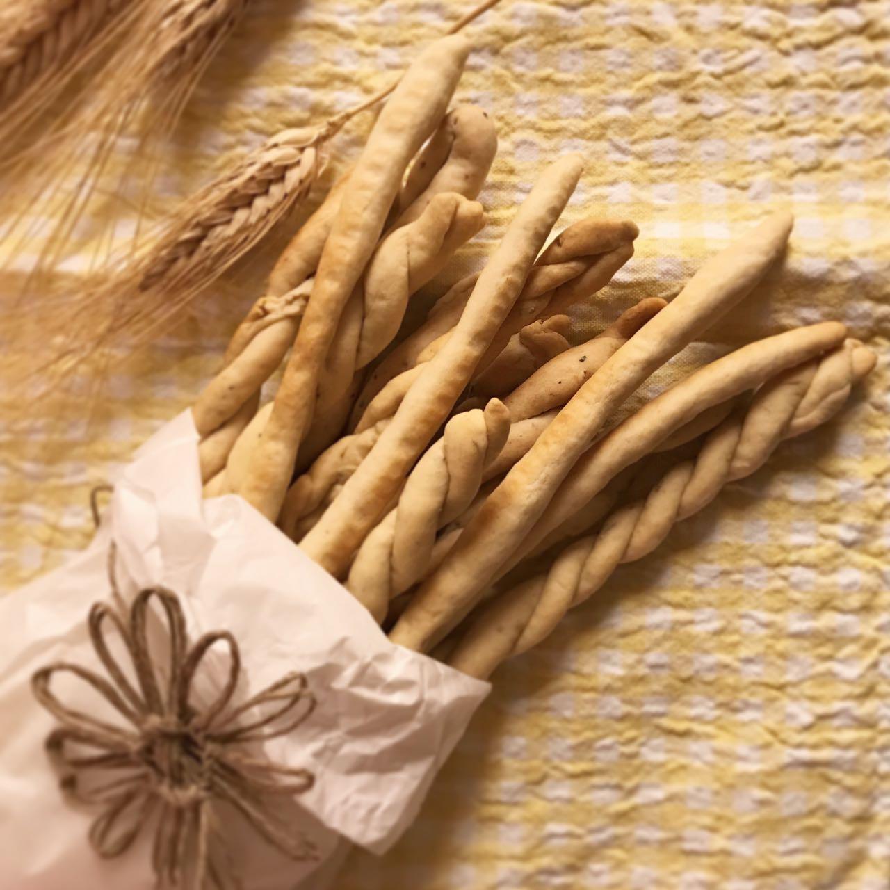 Ricetta Grissini Con Esubero Di Pasta Madre.Grissini Con Esubero Lievito Madre Peperoncino Pecorino