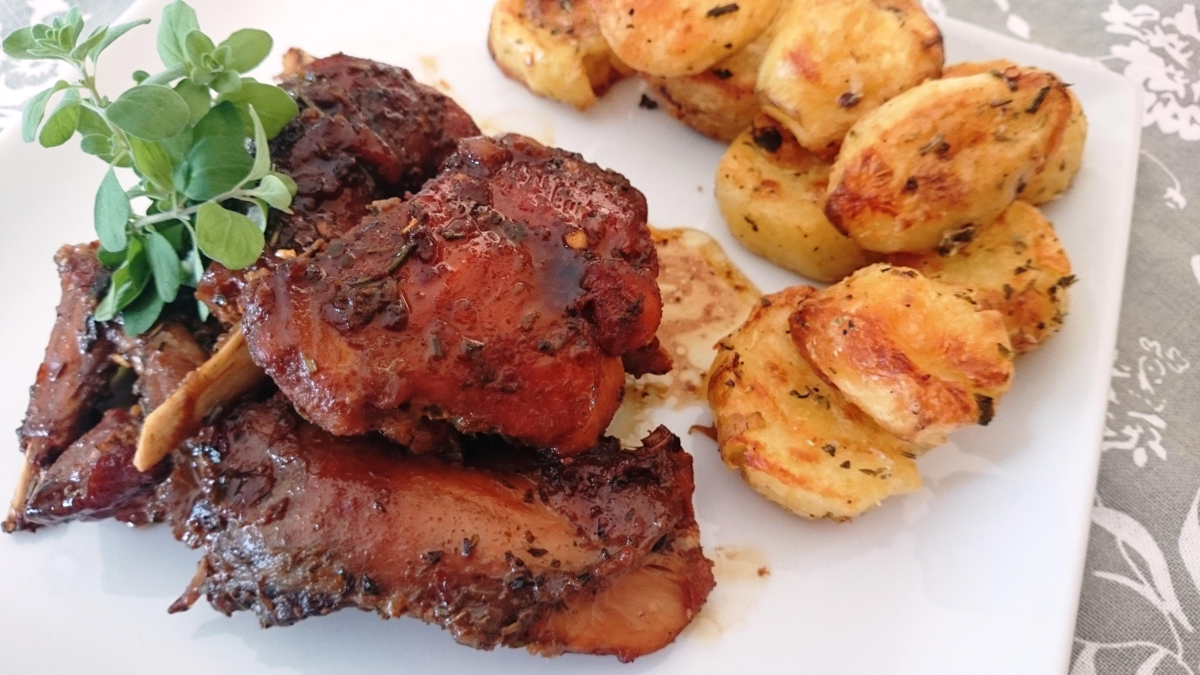 Coniglio all'aceto balsamico con patate arrosto