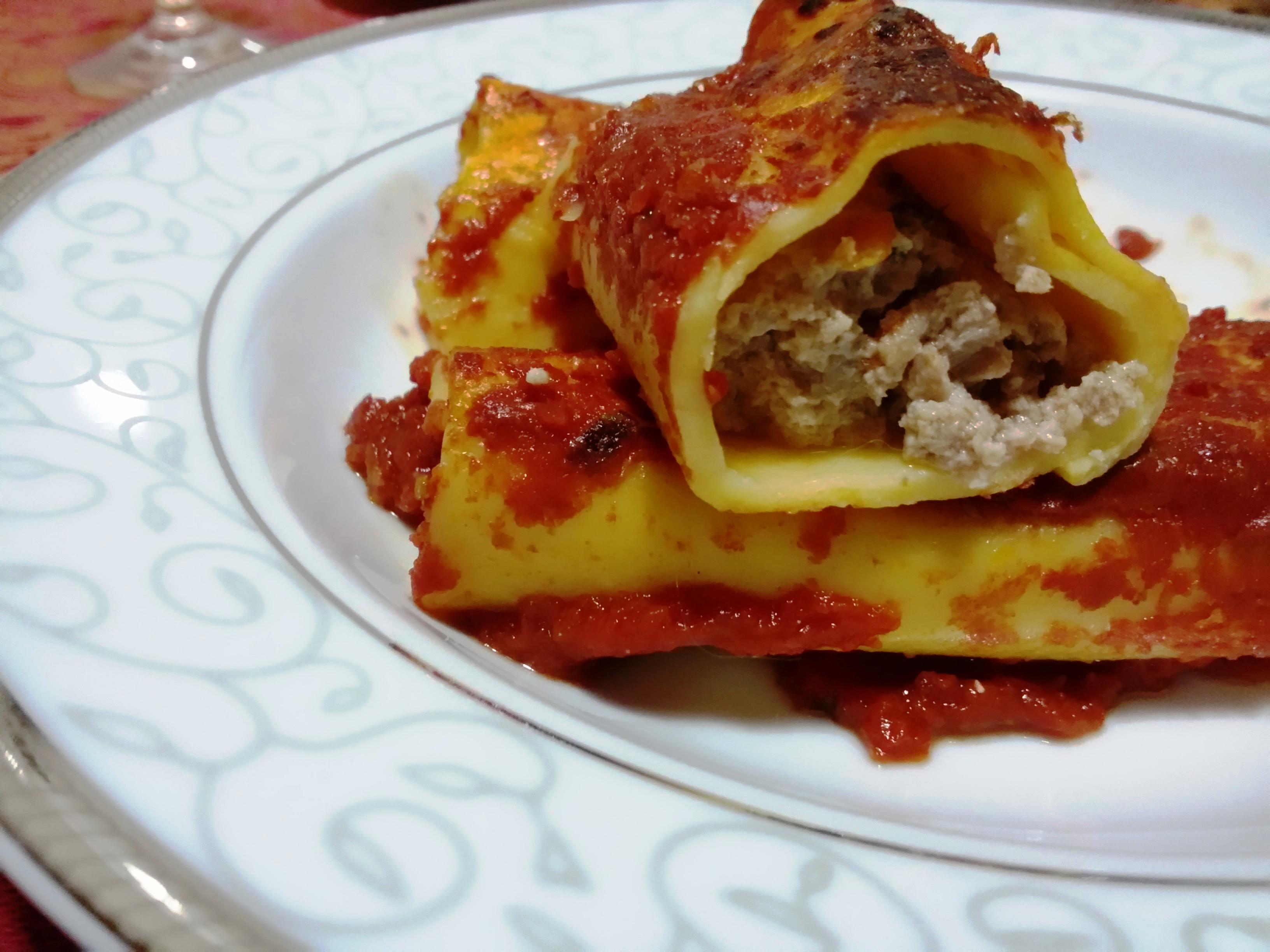 Cannelloni fatti in casa ripieni di carne macinata
