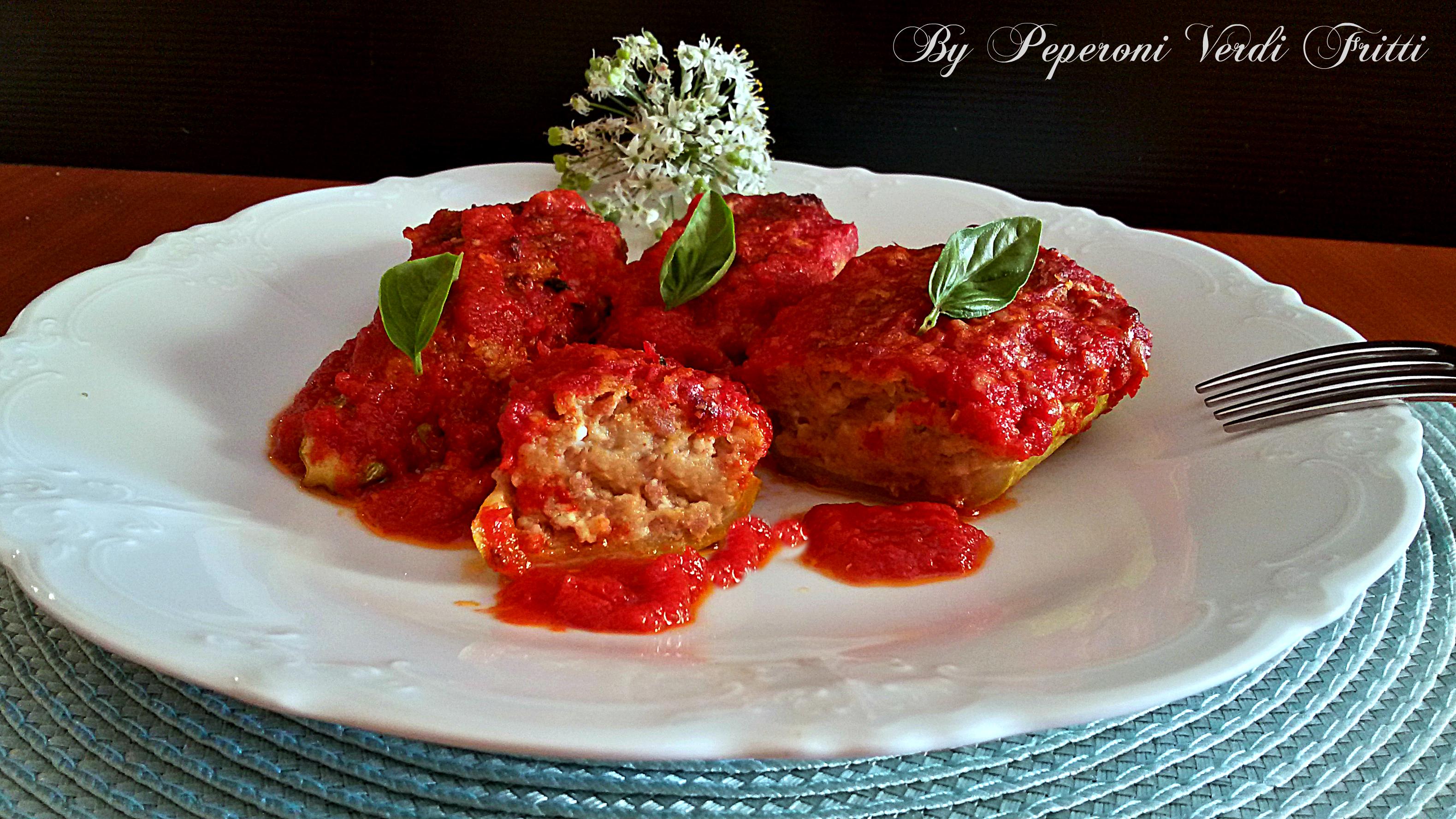 Zucchine ripiene di carne e ricotta al pomodoro