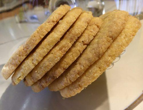 Biscotti con farina di mais e cioccolato bianco