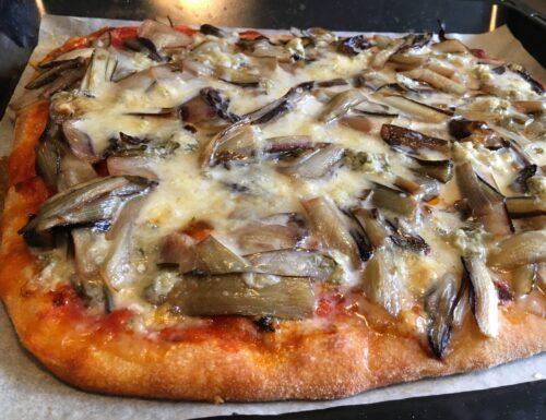 Pizza in teglia con radicchio e gorgonzola