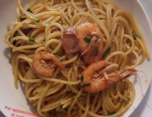 Spaghetti con seppioline e gamberi