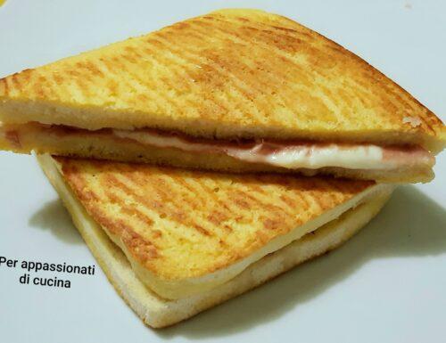 Toast mozzarella e mortadella