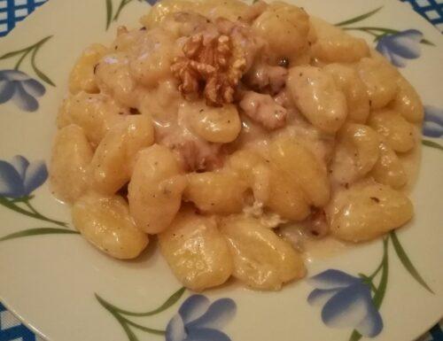 Gnocchi in crema di gorgonzola e noci