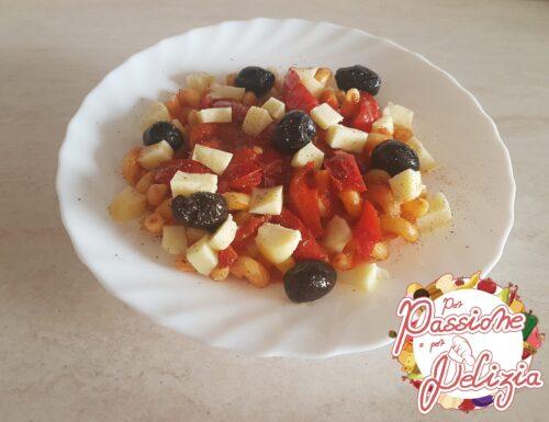 Fusilli bucati con salsa di pomodoro e peperoni