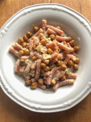 pasta di legumi con crema di cavolo-rapa