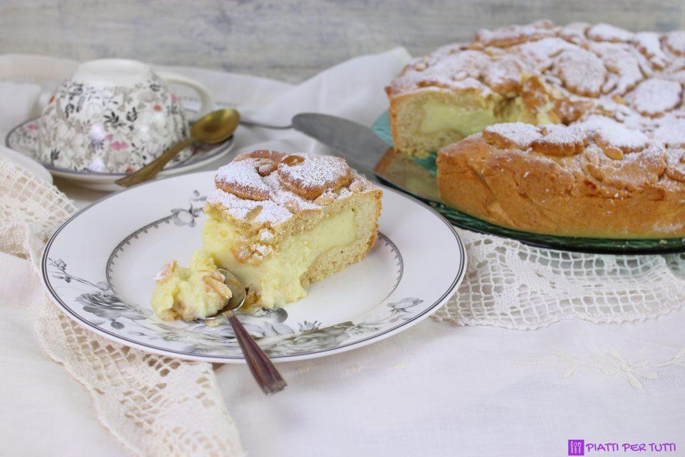 Torta ripiena di crema al limone