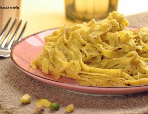 Tagliatelle alla crema di pistacchi