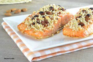 salmone con mandorle ed uvetta