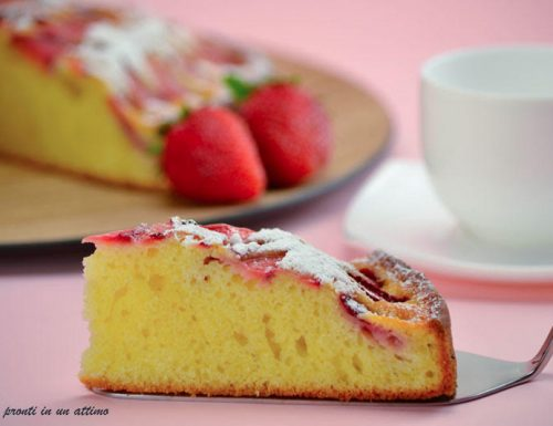 Torta morbida yogurt e fragole