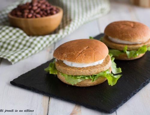 Burger ai legumi con salsa di yogurt