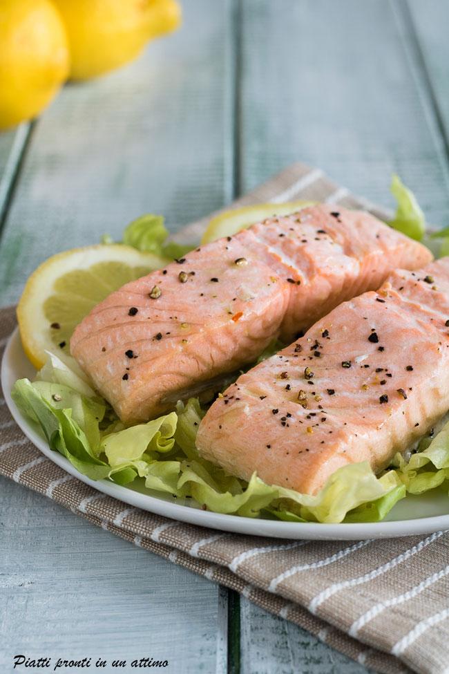Come cucinare il salmone al vapore ricetta facile - Cucinare al vapore ...