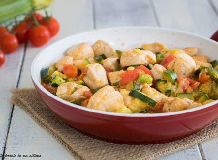 Bocconcini di pollo con zucchine e pomodorini