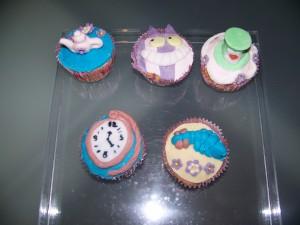 Cupcake alice nel paese delle meraviglie ricetta cake design I piccoli pasticci di Pam