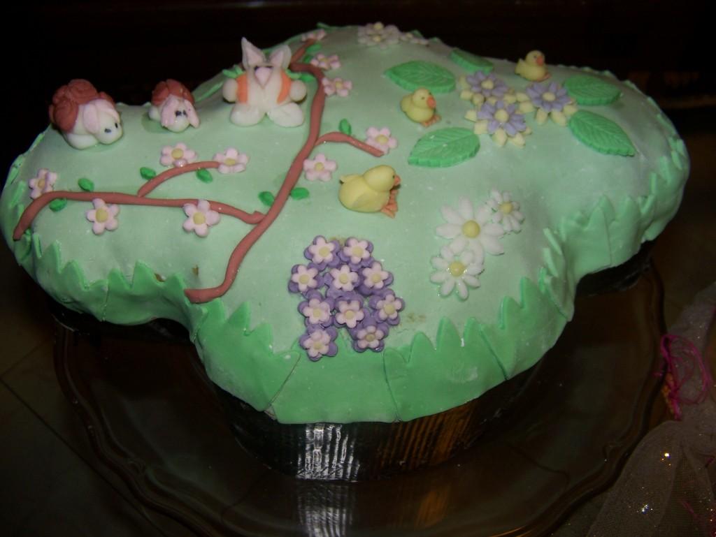 Cake Design Ricette Pasta Di Zucchero : Colomba decorata con pasta di zucchero I piccoli ...