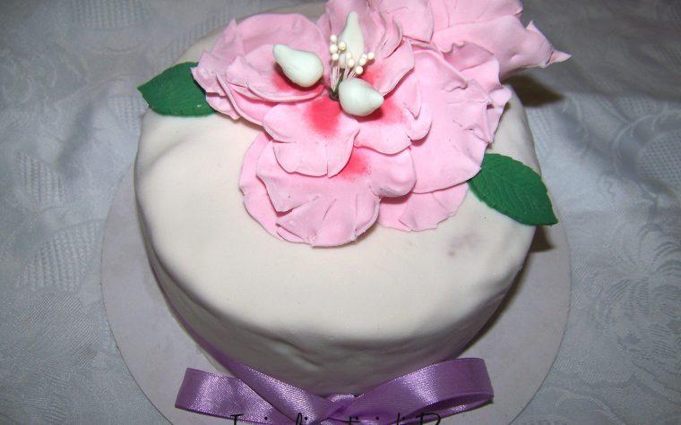 Torta al cioccolato con peonie in pdz per la festa della mamma, ricetta cake design
