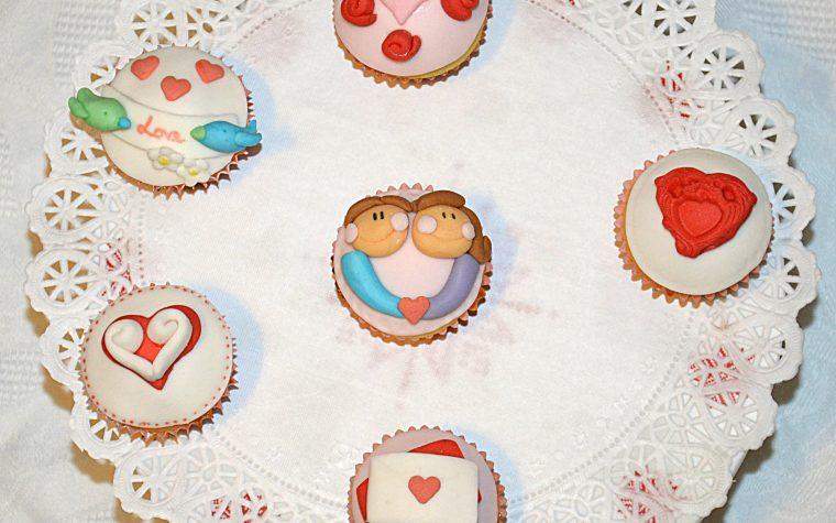 Cupcakes romantici al cioccolato bianco e cocco, ricetta dolce