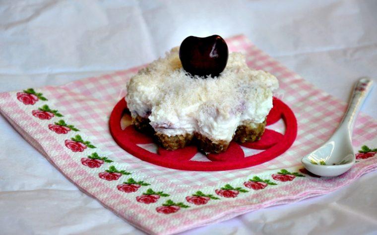 Minicheesecake alle ciliegie e cocco, ricetta dolce