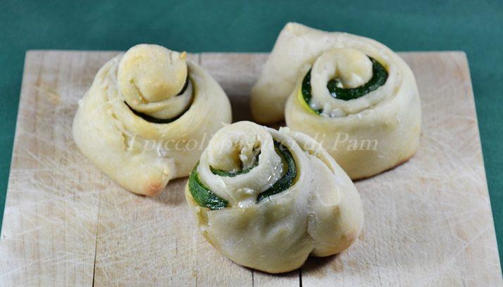 Rose con zucchine e scamorza con lievito madre, ricetta lievitati