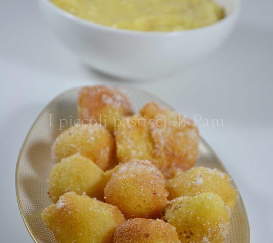 Tortelli di carnevale ripieni di crema pasticcera