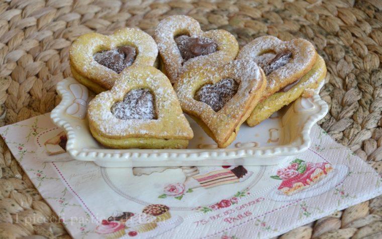 Biscotti di pasta frolla ripieni di nutella