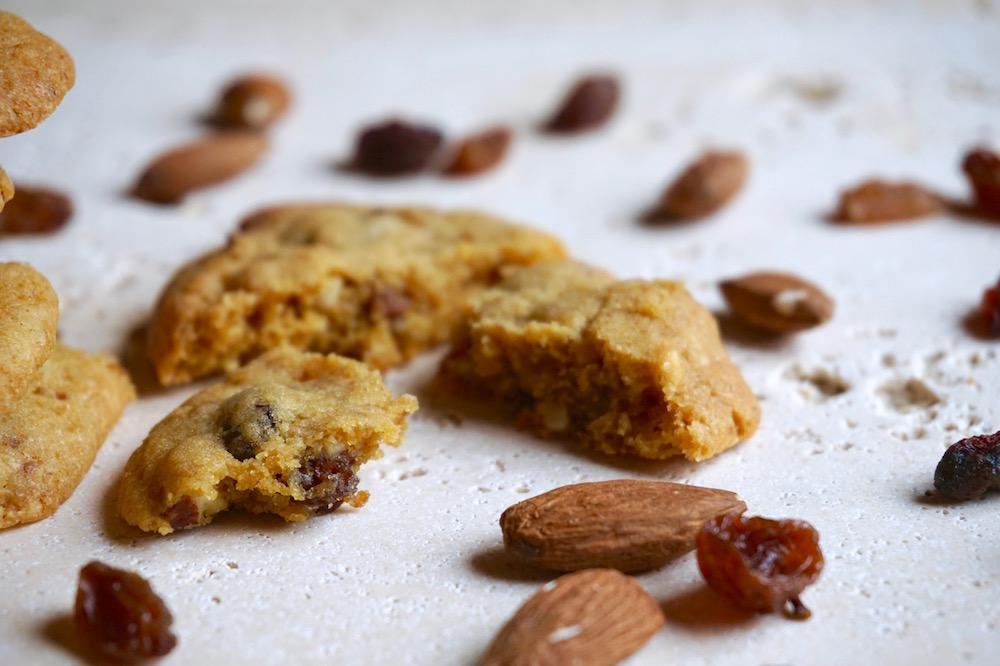 Cookies con Mandorle e Uvetta | Ricetta ed ingredienti dei