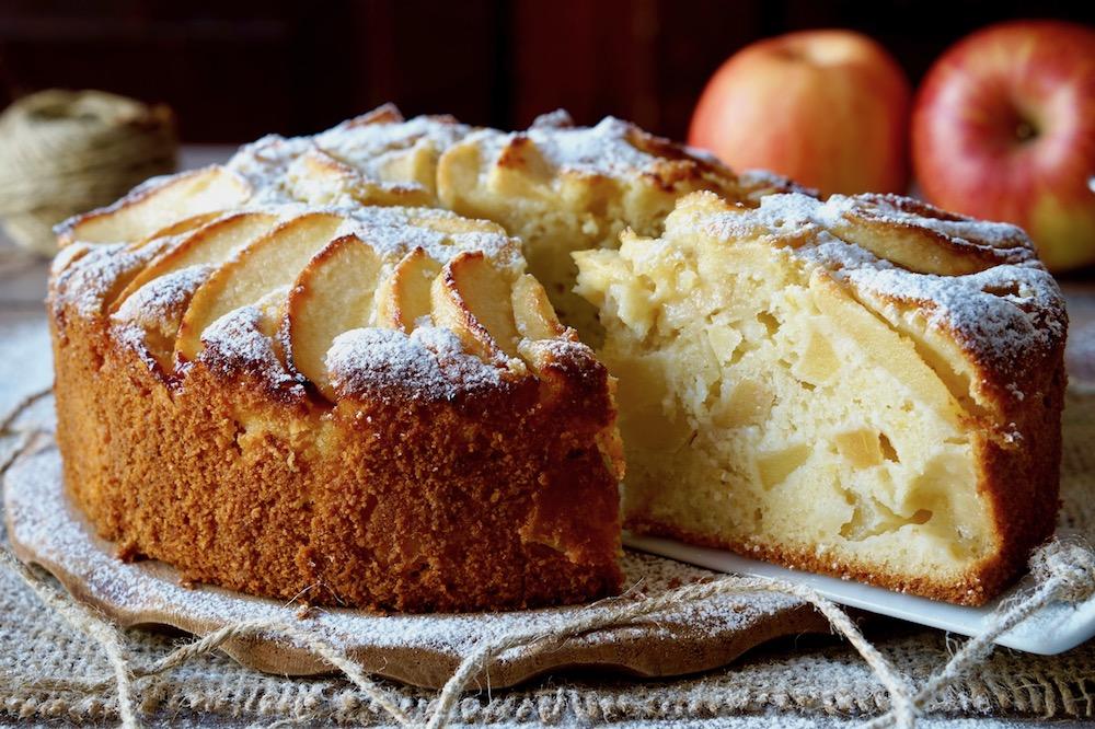 Torta di mele della Nonna a nostro piacimento, aggiungendo ingredienti  e aromi. Io ho utilizzato una tortiera da 18 cm di diametro ma con queste  dosi