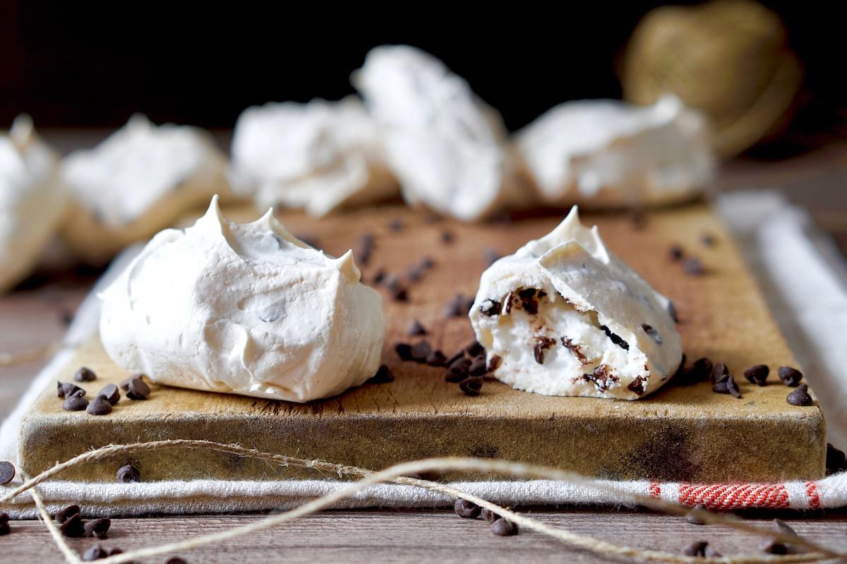 Ricetta Meringhe Cioccolato.Meringhe Con Gocce Di Cioccolato Dolci Ricette Di Pietro