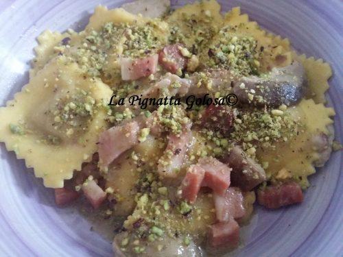 Ravioli di Zucca con Speck, Porcini e Pistacchi