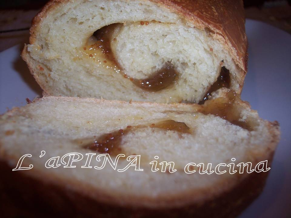 Rotolo di pan brioche alla marmellata di fichi....ricetta con lievito madre