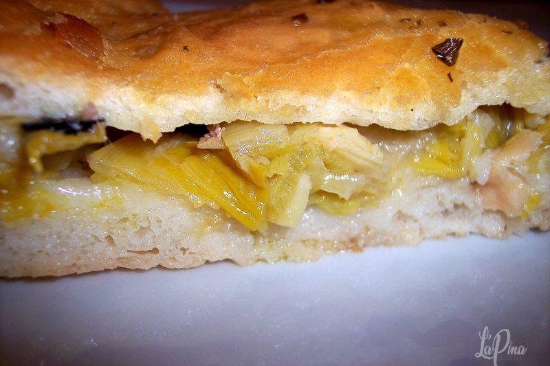 Pizza con porri, alici ed olive