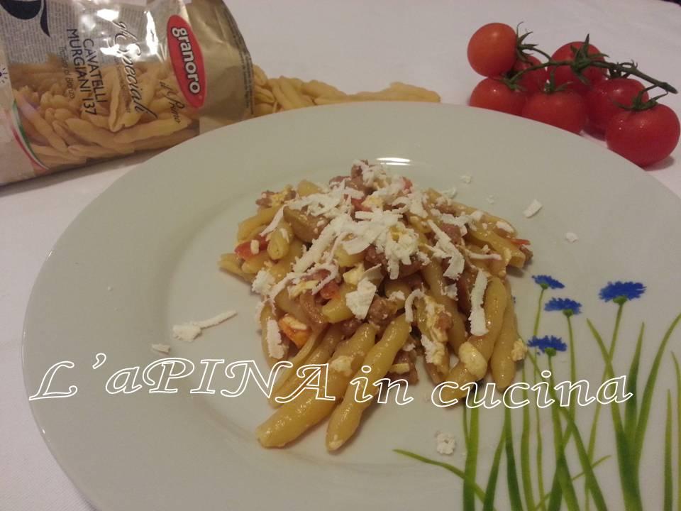 Pasta salsiccia funghi e ricotta dura ...cavatelli...ricetta passo passo