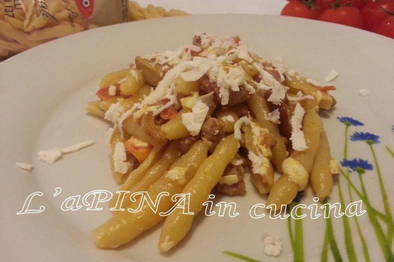Pasta salsiccia funghi e ricotta dura