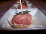 Ricotta avvolta in fette di prosciutto -Ricette passo passo - L'aPINA in cucina