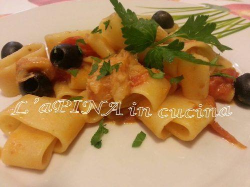 Pasta, coda di rospo ed olive nere