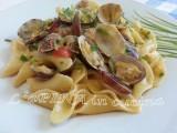 Pasta vongole zucchine e pomodorini - ricetta veloce - L'aPINA in cucina