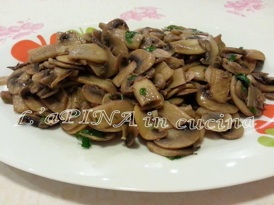 Funghi champignon trifolati - ricetta facile vegetariana - L'aPINA in cucina