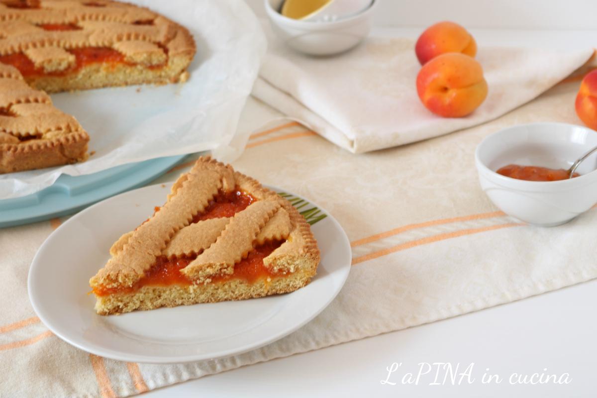 Crostata semintegrale con composta di albicocche