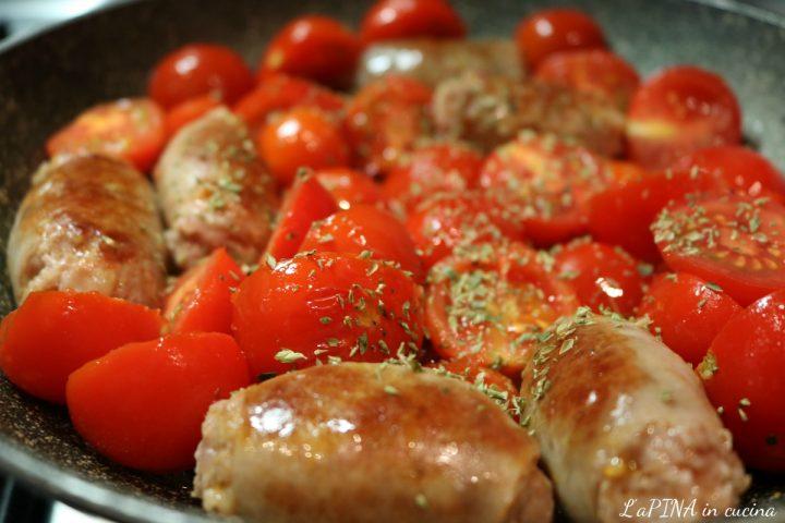 Salsiccia con pomodorini e origano 2_L'aPINA in cucina