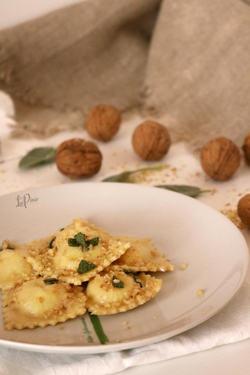 Ravioli freschi con ricotta e noci 4